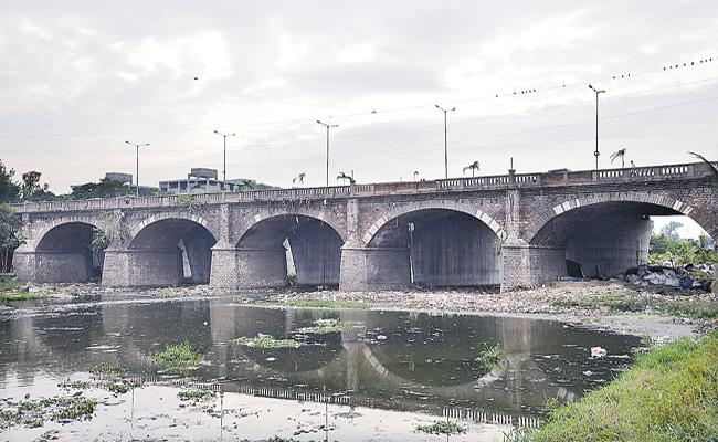 Musi River Polluted With Chemicals in Hyderabad - Sakshi