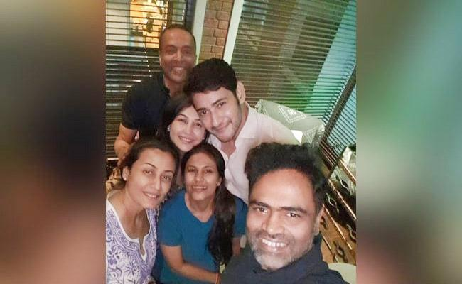 Namrata Shirodkar Slams Troll Who Comment On Her Pic With Mahesh Babu - Sakshi