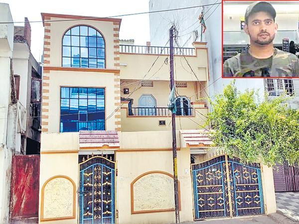 Hyderabad Man killed in London - Sakshi