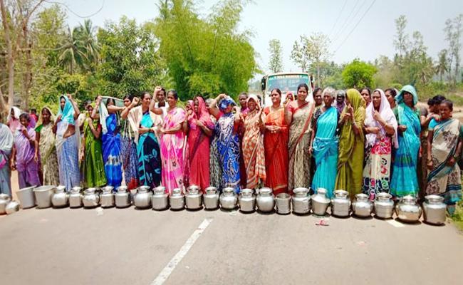 Water Problems in Vizianagaram Womens Protest - Sakshi