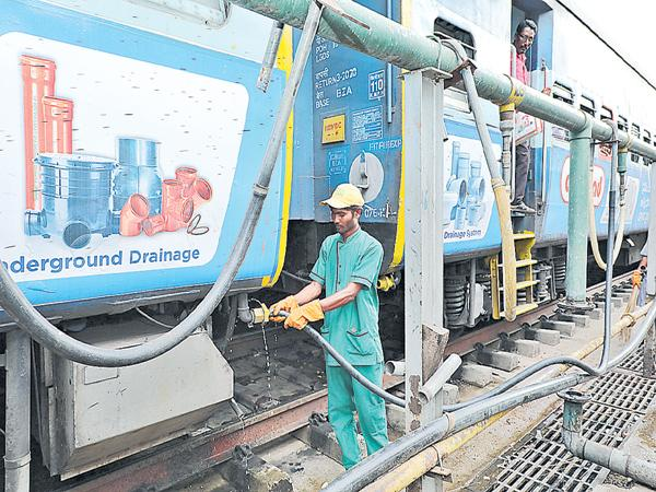 Check for water problems in trains - Sakshi