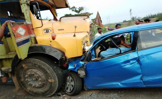 Two Men Died in Car Accident East Godavari - Sakshi