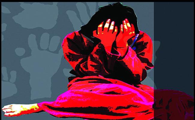 Man Molestation OnMinor Girl In Suryapet - Sakshi