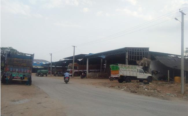 Brokers Robbery in Market Yards Chittoor - Sakshi