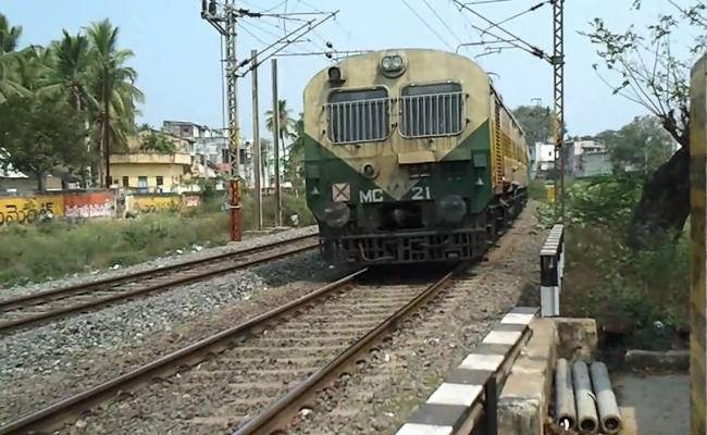 Vijayawada machilipatnam Passenger Rail Derailed At Gudlawalleru In Krishna District - Sakshi