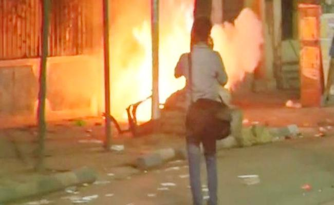 Violence Take Place In Amit Shah Kolkata Roadshow - Sakshi
