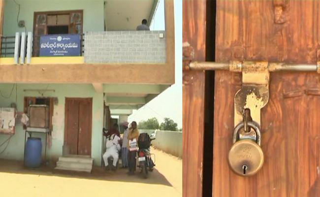 Owner Locks Tahsildar Office In Nizamabad For Rent Unpaid - Sakshi