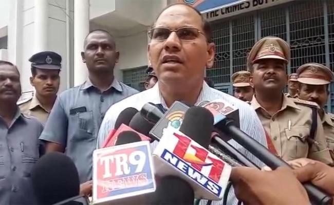 Prisoner Gold Rings In Nalgonda District Jail - Sakshi