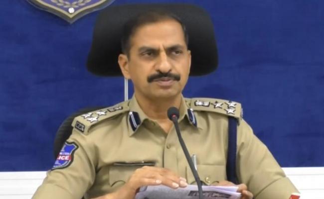 CP Kamalasan Reddy Comments On Satavahana University Moaisists Activities - Sakshi