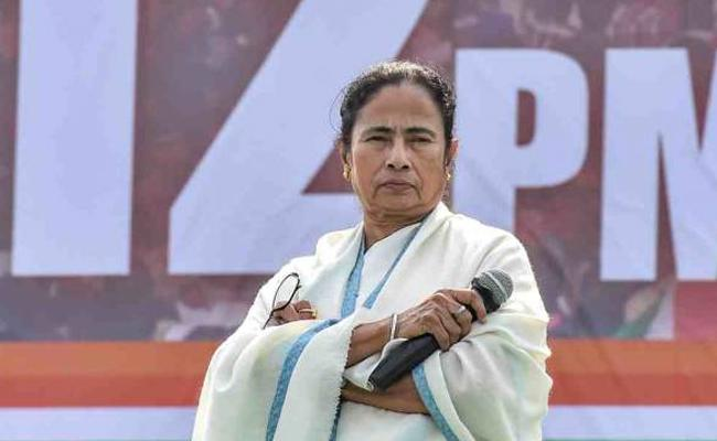 Mamata Banerjee Face Tough Fight In Final Face Election In Bengal - Sakshi