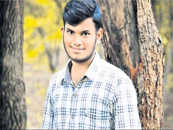 Young man suicide because of cricket betting - Sakshi