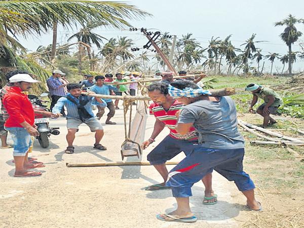 Telangana electricity staff helping hand to Odisha - Sakshi