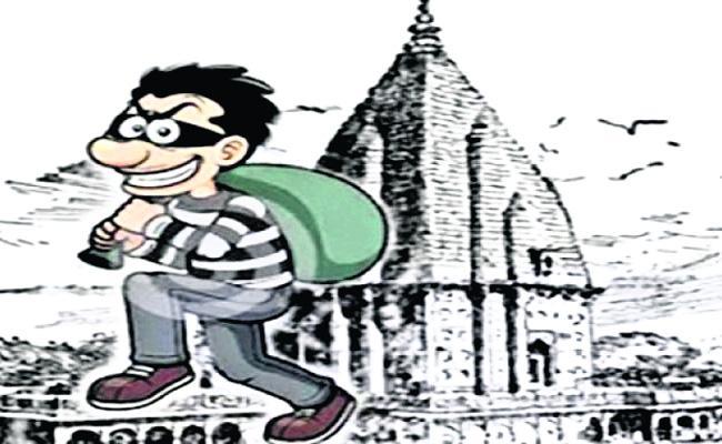 Robbery in Temple Prakasam - Sakshi