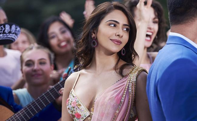 Censor Board Replaces Rakul Preet Alcohol Bottle with Flowers - Sakshi