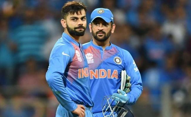 Virat Kohli Praises Dhoni Over His Captaincy - Sakshi