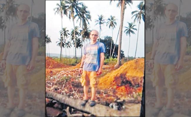 Heat wave kills Russian tourist in hyderabad - Sakshi
