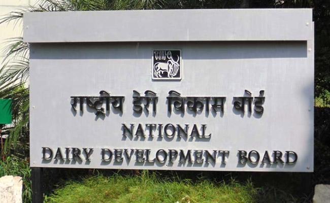 Agreement to pay Rs 8 Crore to NDDB - Sakshi
