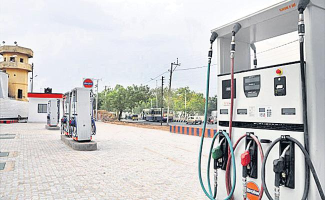 No Toilets And Petrol Quality in Bunks - Sakshi
