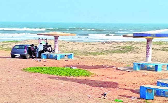 Anti Social Activites In Visakhapatnam Sea Parks - Sakshi