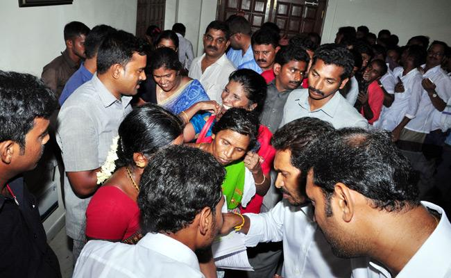 Farmers Complained To Y S Jagan About Their Land Acquisition In Chakrayapeta - Sakshi