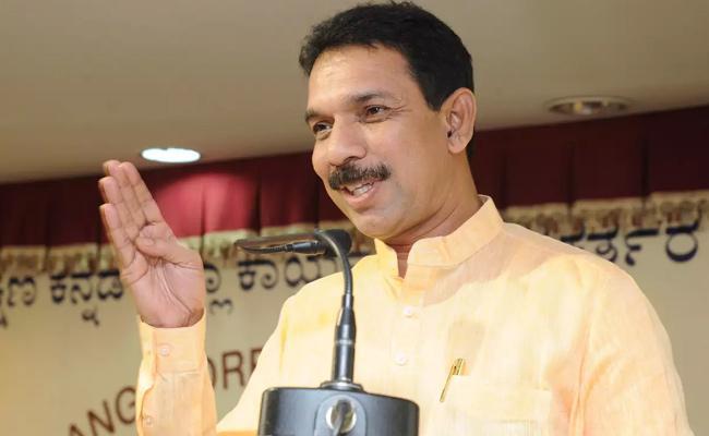 BJP MP Nalin Kumar kateel Compares Rajiv Gandhi With Godse - Sakshi