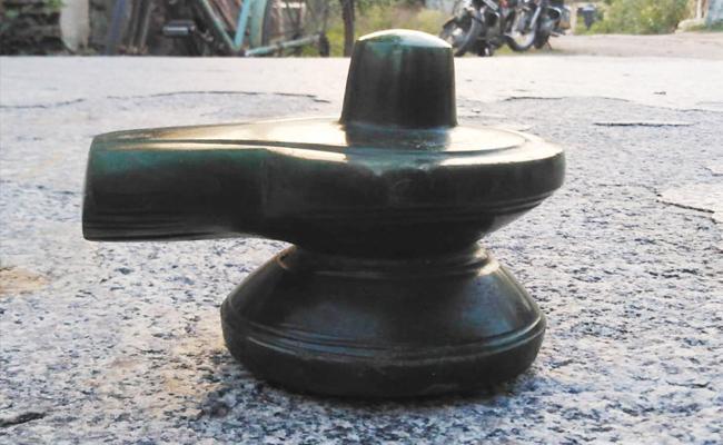 Maragatha Lingam Found in Tamilnadu - Sakshi
