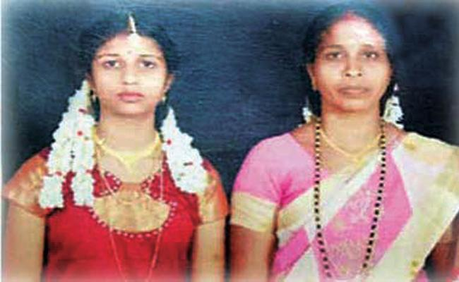 Mother And Daugter Died in Bus Accident Tamil Nadu - Sakshi