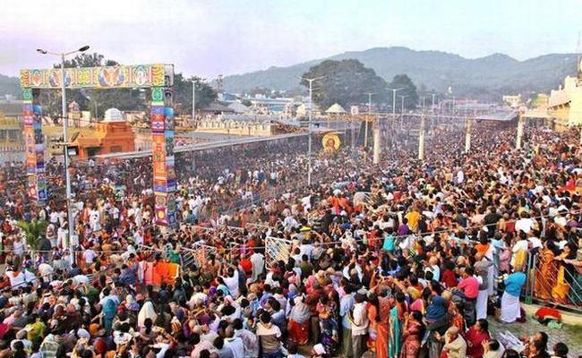 Tirumala Tirupati Devasthanam Devotees Full Rush - Sakshi
