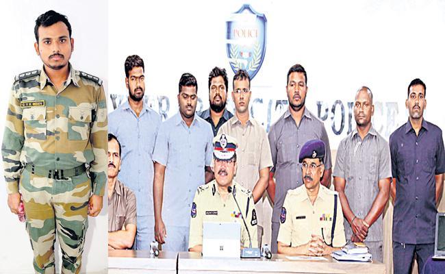 Fake Police Arrest in Hyderabad - Sakshi