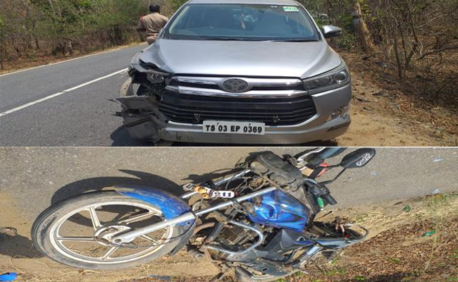 Bike hits MLA sitakka car, one killed - Sakshi