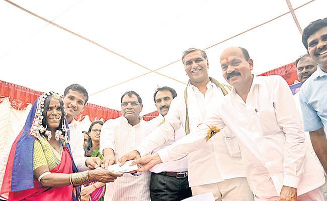 Telangana's Rythu Bandhu Scheme Fails Farmers One Chance - Sakshi