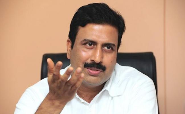 Cyberabad Police Issued Look Out Notice ravi prakash - Sakshi