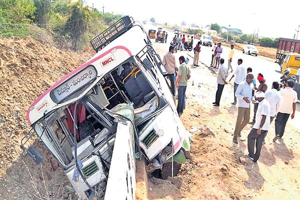 RTC bus accident in Mancherial - Sakshi