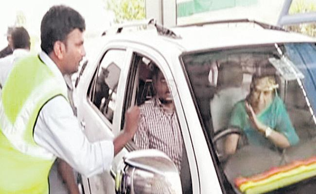 Minister Prathipati Pulla Rao Wife Fights With Tollgate Staff - Sakshi