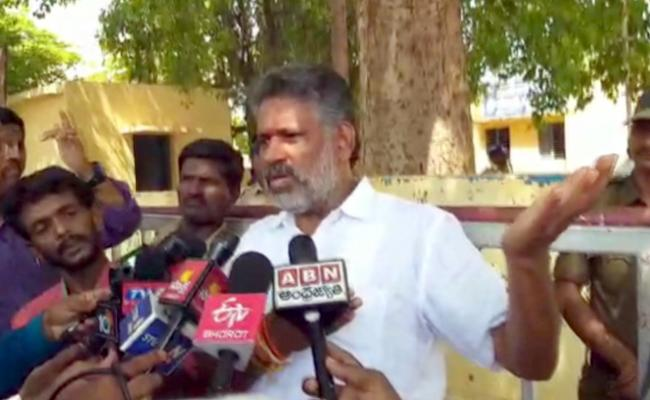 Why Are TDP Leaders Scared Of Re polling, says chevireddy - Sakshi