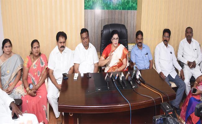 Killi Kruparani Open Challenge To TDP Leaders In Srikakulam - Sakshi