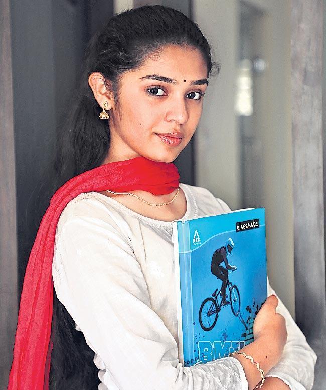 Krithi Shetty to romance with Vaishnav Tej in Uppena - Sakshi