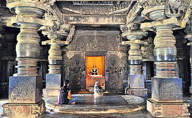 crown that is made up of sixteen pillars is called Rangamandapam - Sakshi