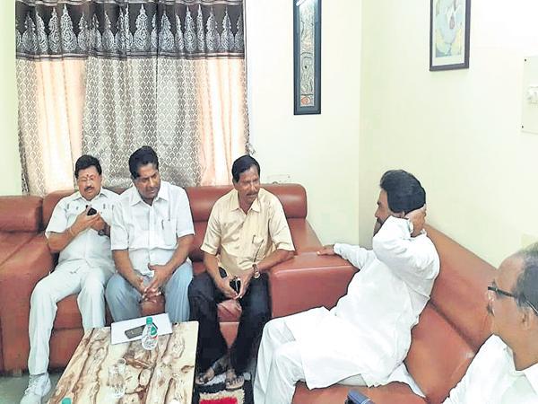 Lagadapati fake survey for Chandragiri Repolling - Sakshi