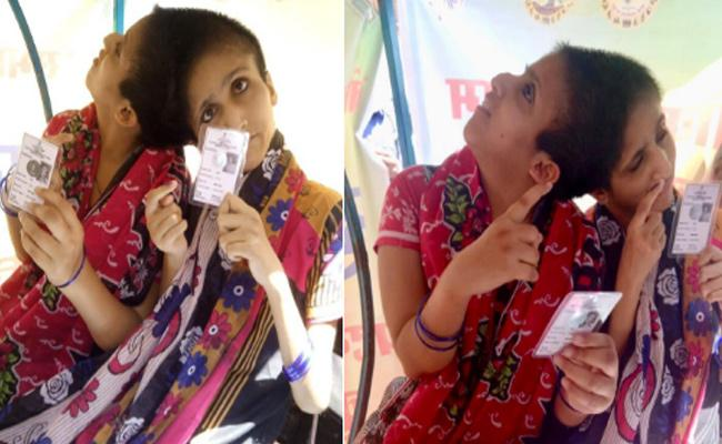 Conjoined Sisters Saba And Farah Cast Their Votes - Sakshi