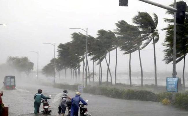 cyclone Fani located ESE of Kakinada about 250Km - Sakshi
