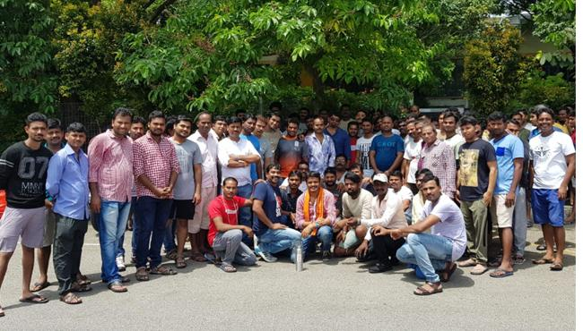 STS members celebrates may day with workers in Singapore - Sakshi