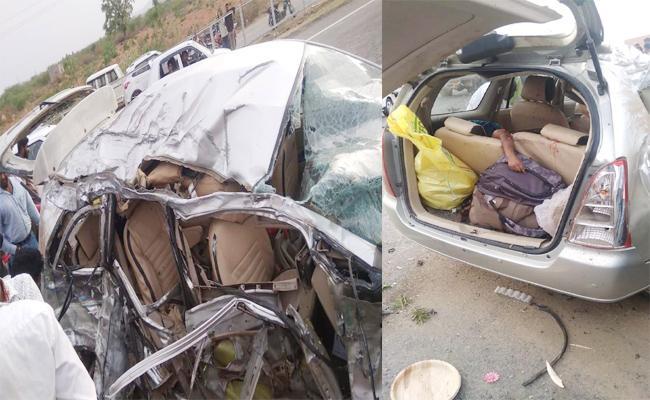 Five Members Died in Car Accident Karnataka - Sakshi