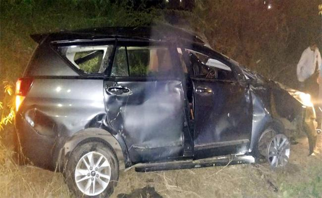Two People Died in Car Accident Ibrahimpatnam - Sakshi