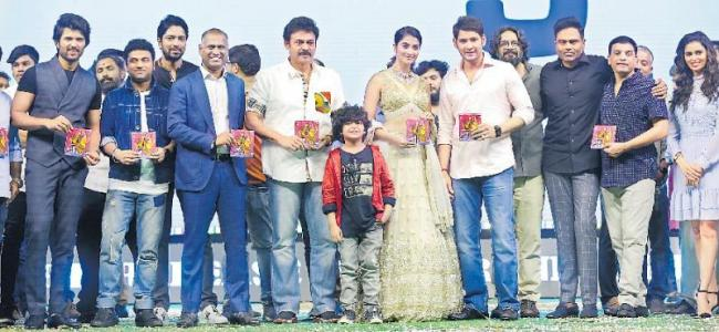 mahesh babu maharshi pre release and audio function - Sakshi
