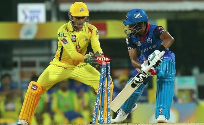 MS Dhoni Lightning Quick Stumpings In CSK vs Delhi Capitals Match - Sakshi