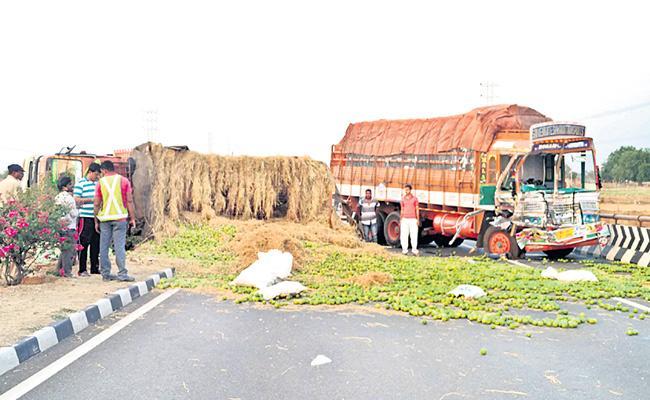 Road Accident In Rangareddy - Sakshi