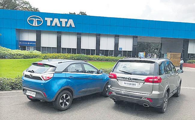 Tata Motors Q4 profit falls 49% to Rs 1,108 crore - Sakshi