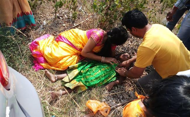Two Cars Accident While Going To Marriage Shopping In Srikakulam - Sakshi
