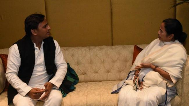 Akhilesh Yadav Discusses Possible Post Poll Scenarios With Mamata Banerjee - Sakshi
